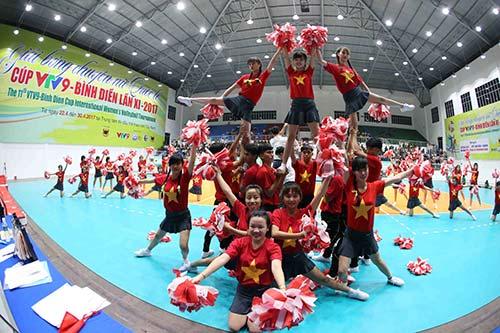 Người đẹp bóng chuyền Kim Huệ, Ngọc Hoa gây sốt trước 2000 fan