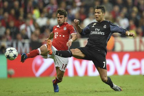 """Ronaldo ở Real: CR7 thành CR9, """"quái vật săn bàn"""" tỉnh giấc"""