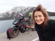 Chia tay bạn trai, cô gái một mình lái moto phượt khắp thế giới