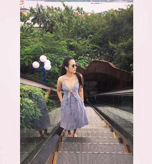 Diệp Lâm Anh, Hương Tràm trễ nải mặc hai dây dạo phố - 7
