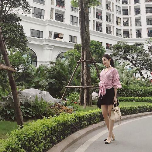 Diệp Lâm Anh, Hương Tràm trễ nải mặc hai dây dạo phố - 8