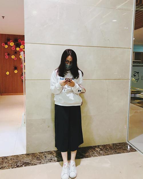 Diệp Lâm Anh, Hương Tràm trễ nải mặc hai dây dạo phố - 10