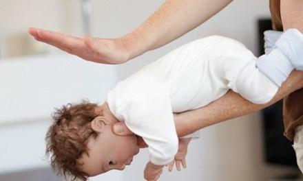Cha mẹ cần biết điều này để cứu con khi trẻ bị hóc dị vật - 1