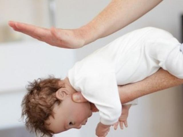 Cha mẹ cần biết điều này để cứu con khi trẻ bị hóc dị vật