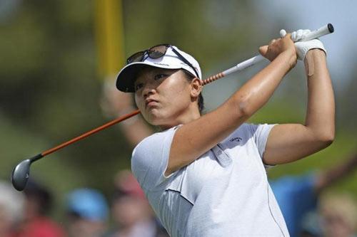 """Golf 24/7: Dính vào yêu, nữ số 1 thế giới """"liêu xiêu"""" - 1"""