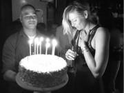 """Thể thao - Tennis 24/7: Sharapova diện đồ """"hắc ám"""" đi tiệc tùng"""
