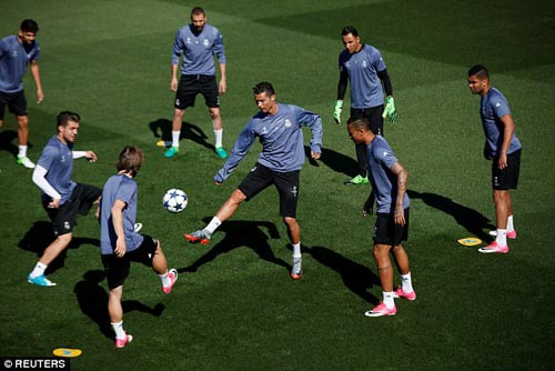 Ronaldo sung mãn: Fan Real đoán ghi 3 bàn, Ancelotti run rẩy - 1