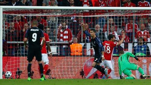 Ronaldo sung mãn: Fan Real đoán ghi 3 bàn, Ancelotti run rẩy - 3