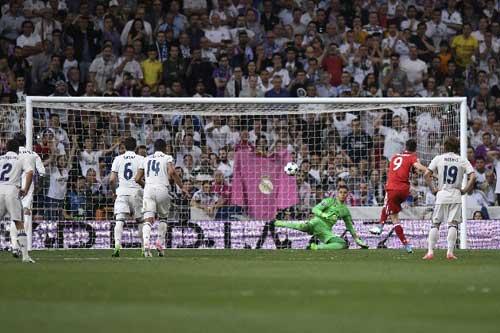 Real  Madrid – Bayern Munich: Phản lưới, thẻ đỏ & hattrick - 1