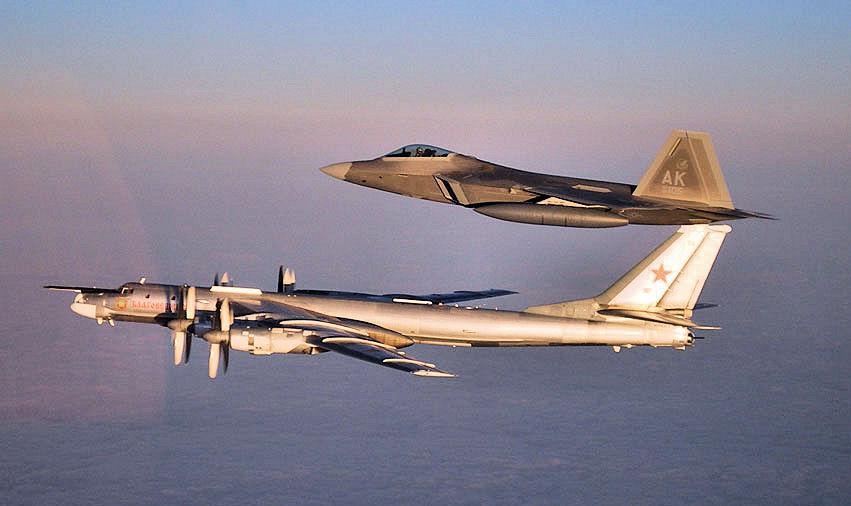 Máy bay ném bom hạt nhân Nga bất ngờ áp sát biên giới Mỹ - 1