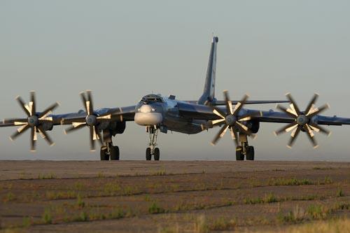 Máy bay ném bom hạt nhân Nga bất ngờ áp sát biên giới Mỹ - 2