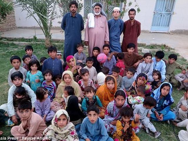 """Ông lão Pakistan có 54 con vì...ngày nào cũng """"yêu"""""""