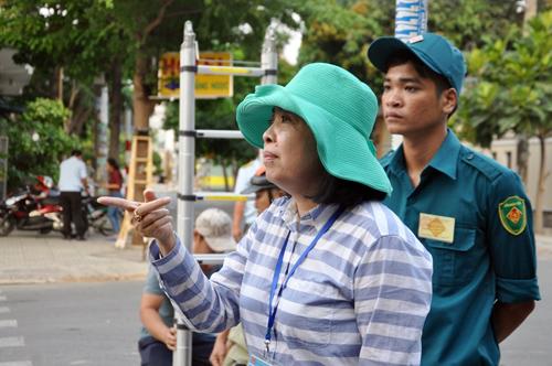 """Nữ chủ tịch phường bị """"dọa"""" khi dẹp loạn vỉa hè"""