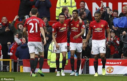 3-5-2 hạ Chelsea: Vũ khí tối thượng mới của MU-Mourinho - 1