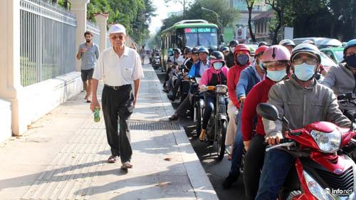 Phải đánh vào kinh tế để người dân từ bỏ xe máy! - 2