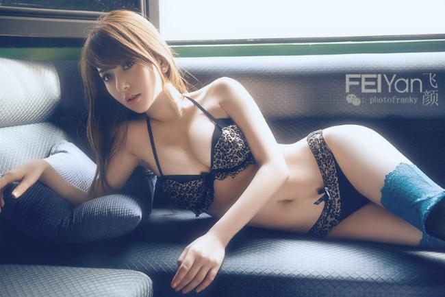 Vợ Quách Phú Thành nóng từng centimet - ảnh 3