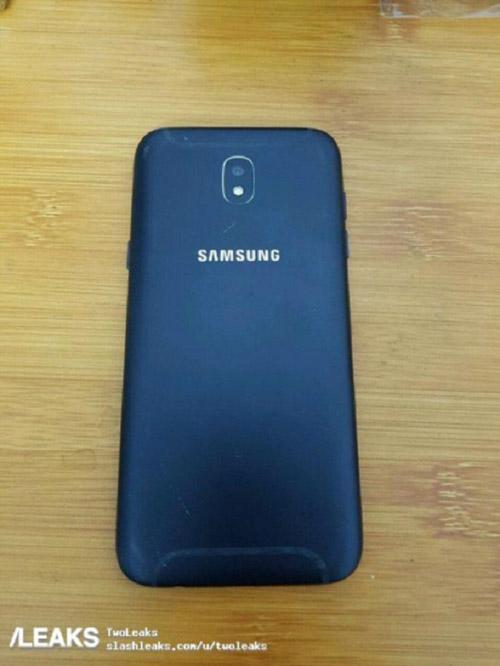 Galaxy J5 2017 dùng camera trước 12MP lộ diện - 1