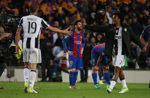 Liga trước vòng 33: El Clasico phân định ngôi vương - 1