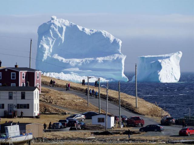 Hàng triệu người đổ về Canada để ngắm 'tảng băng trôi' trong truyền thuyết