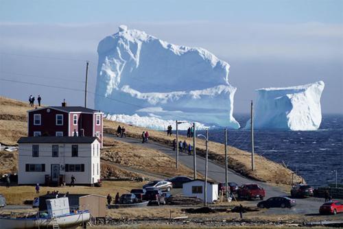 Hàng triệu người đổ về Canada để ngắm tảng băng trôi trong truyền thuyết - ảnh 1