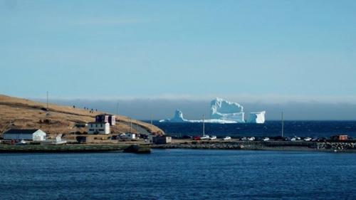 Hàng triệu người đổ về Canada để ngắm 'tảng băng trôi' trong truyền thuyết - 2