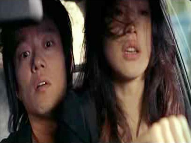 """Thư Kỳ gây sốt với cảnh lái xe """"sung sướng"""""""