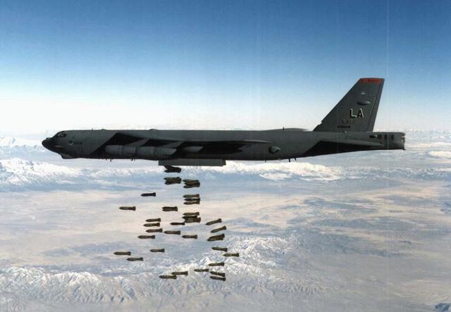 """Mỹ biến """"pháo đài bay"""" B-52 thành siêu máy bay tối tân - 2"""