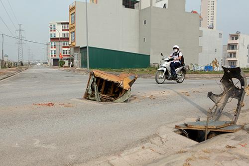 Hàng trăm nắp hố ga tại Hà Nội không cánh mà bay - ảnh 7