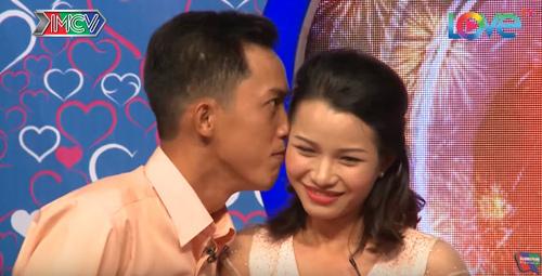Chàng trai 30 năm ế chỏng chơ bất ngờ cưới được vợ quá xinh đẹp - ảnh 3