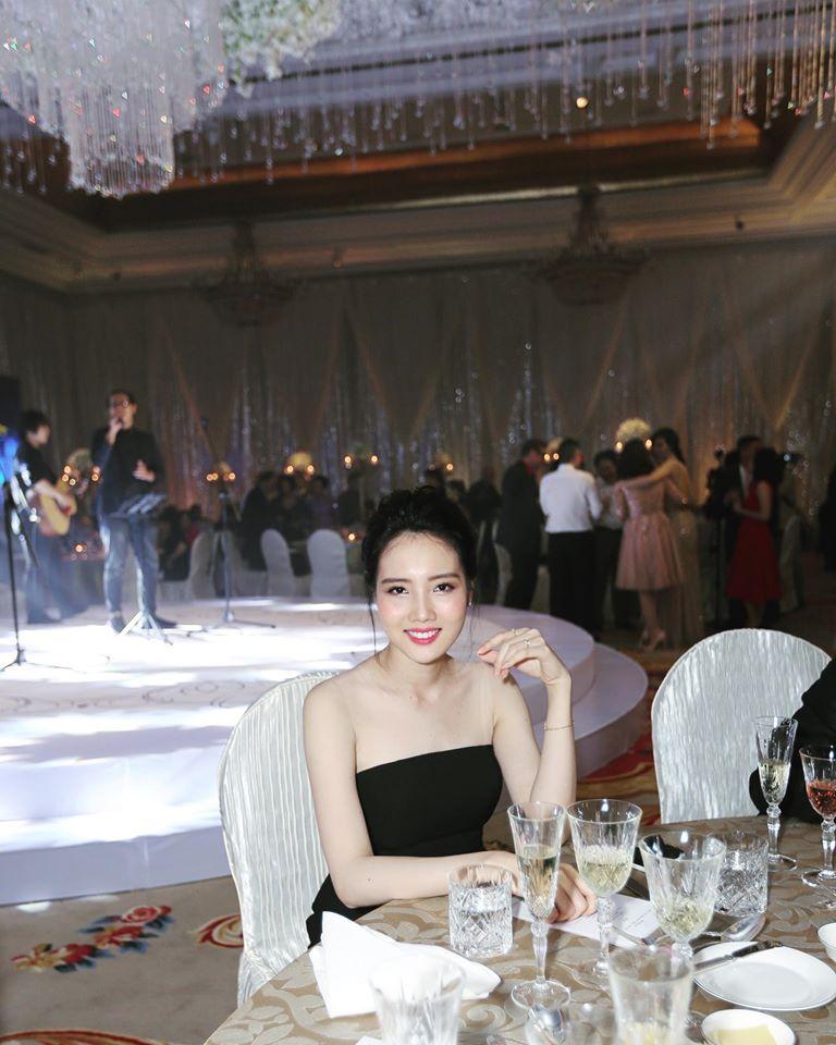 Những cô vợ nõn nà, trẻ hơn chồng 25-30 tuổi của showbiz Việt - ảnh 3