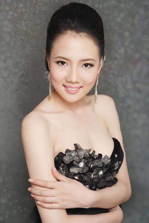 Những cô vợ nõn nà, trẻ hơn chồng 25-30 tuổi của showbiz Việt - ảnh 8