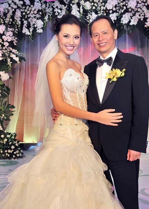 Những cô vợ nõn nà, trẻ hơn chồng 25-30 tuổi của showbiz Việt - ảnh 12