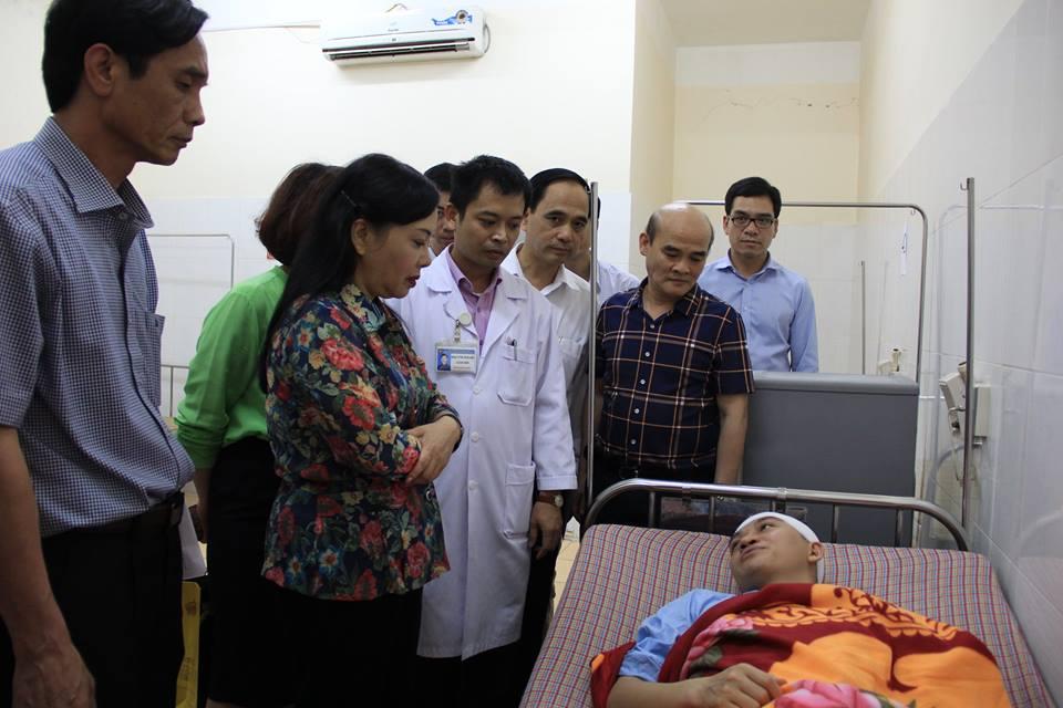 Bác sĩ bị đập cốc vào đầu có nguy cơ ảnh hưởng trí nhớ - ảnh 1