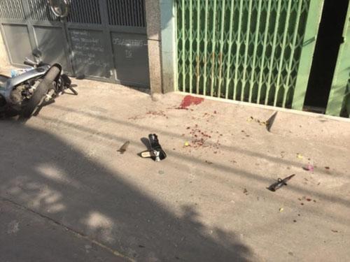 Cụ bà ở Sài Gòn bị hàng xóm đâm gục trên vũng máu - ảnh 1