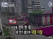 Vì sao xe tăng duyệt binh bỏ đoàn, tới gần Kim Jong-un?