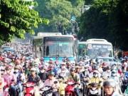 Cấm xe máy là xúc phạm 80% người dân