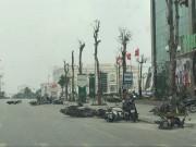 Giông lốc quật ngã hàng chục xe máy đang lưu thông trên đường