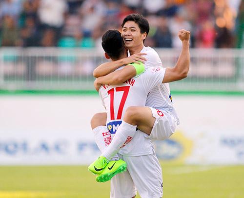Công Phượng tỏa sáng lượt đi V-League: Xứng danh thủ lĩnh - ảnh 1