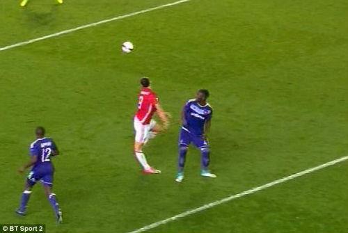 Nóng: Ibrahimovic chấn thương nặng, MU nhận cú sốc
