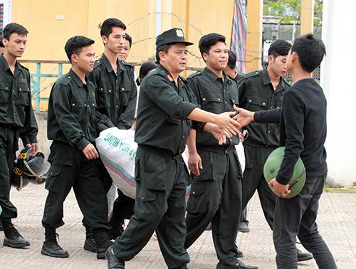 Ảnh: Toàn cảnh buổi thả 19 cán bộ, chiến sĩ tại Đồng Tâm - 8