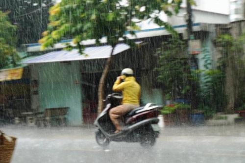Mưa đá bất ngờ trút xối xả xuống Đồng Nai, Bình Dương - 4