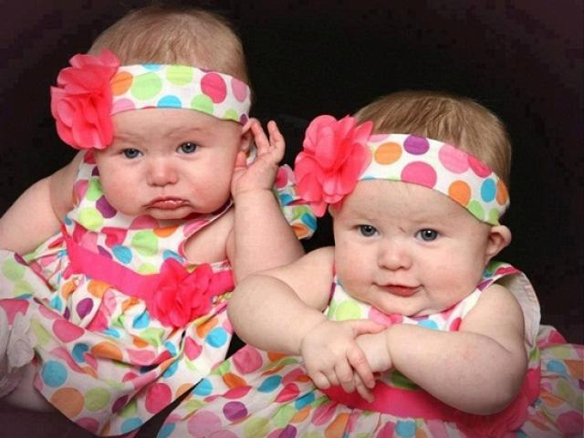 Vì sao các cặp sinh đôi giống nhau đến cả mùi hôi cơ thể?
