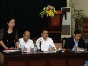 Người dân Đồng Tâm nghe Chủ tịch Chung đối thoại qua loa phóng thanh
