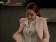Mỗi lần cởi áo, bạn gái cũ Lee Min Ho lại hút mắt fan