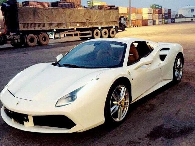 Xe tiền tỷ Ferrari 488 Spider thứ 3 cập bến Việt Nam