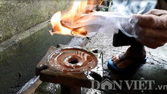 Kỳ lạ giếng khoan bốc cháy suốt 10 năm ở Quảng Trị