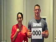 """Thể thao - Đô vật John Cena và vợ xinh đẹp diễn """"cảnh nóng"""" tặng fan"""