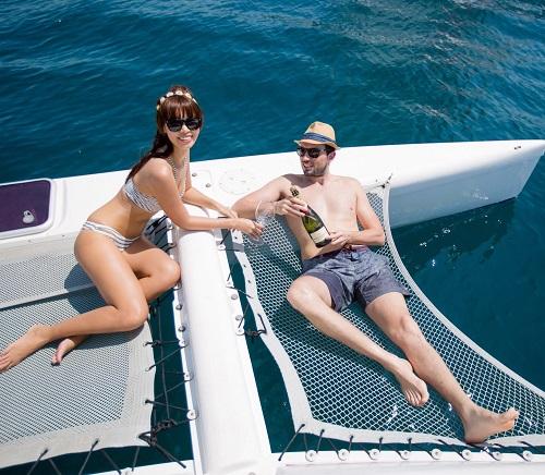 """Thêm loạt ảnh """"nóng rực"""" của chị em Hà Anh trên du thuyền triệu USD - 7"""
