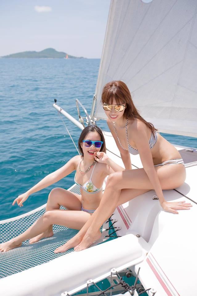 """Thêm loạt ảnh """"nóng rực"""" của chị em Hà Anh trên du thuyền triệu USD - 14"""