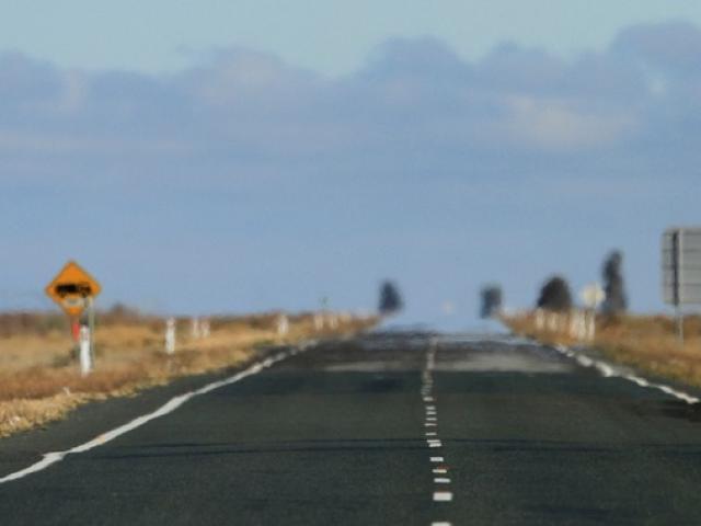 Bé trai 12 tuổi một mình lái xe 1.300km dọc Úc bị bắt